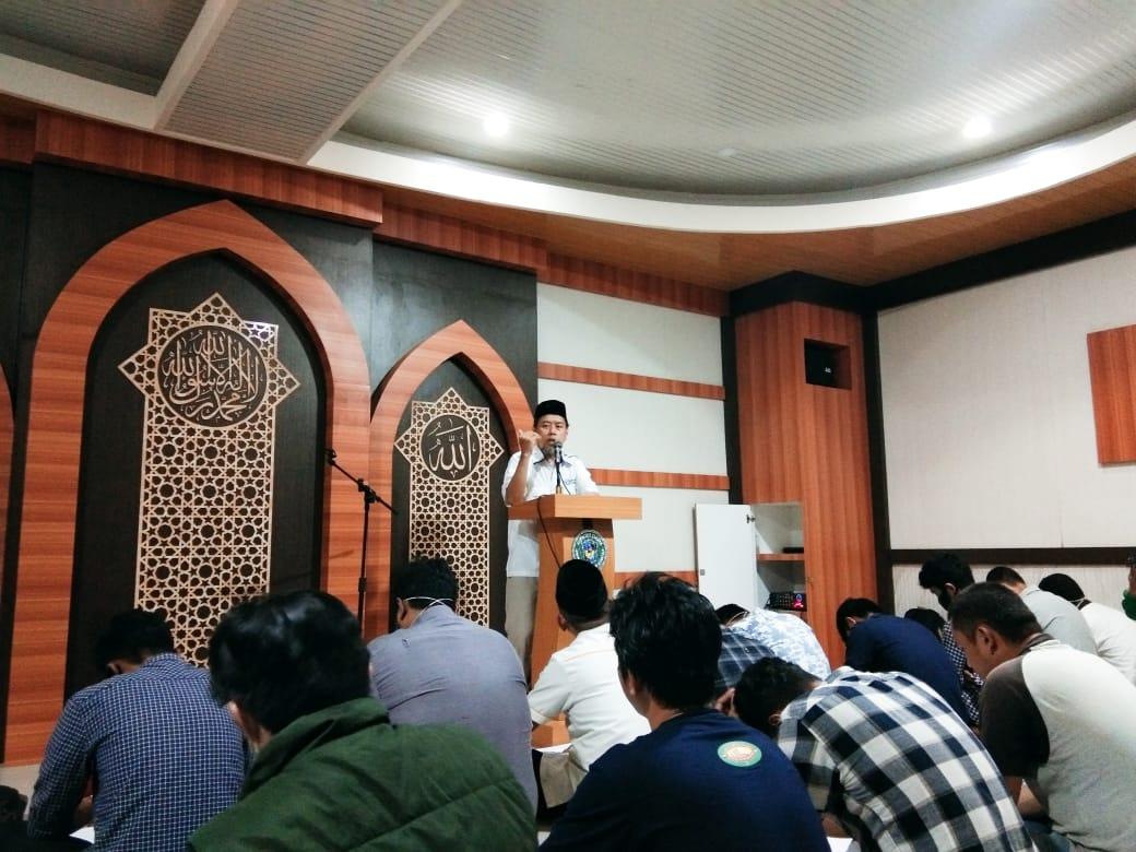 Isi Tausiah, Wakil Dekan III FT UMI Paparkan Empat Manfaat Orang Berilmu