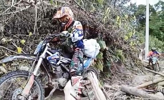 Komunitas Trail Kodim 1402/Polmas Salurkan Logistik untuk Korban Gempa di Ulumanda